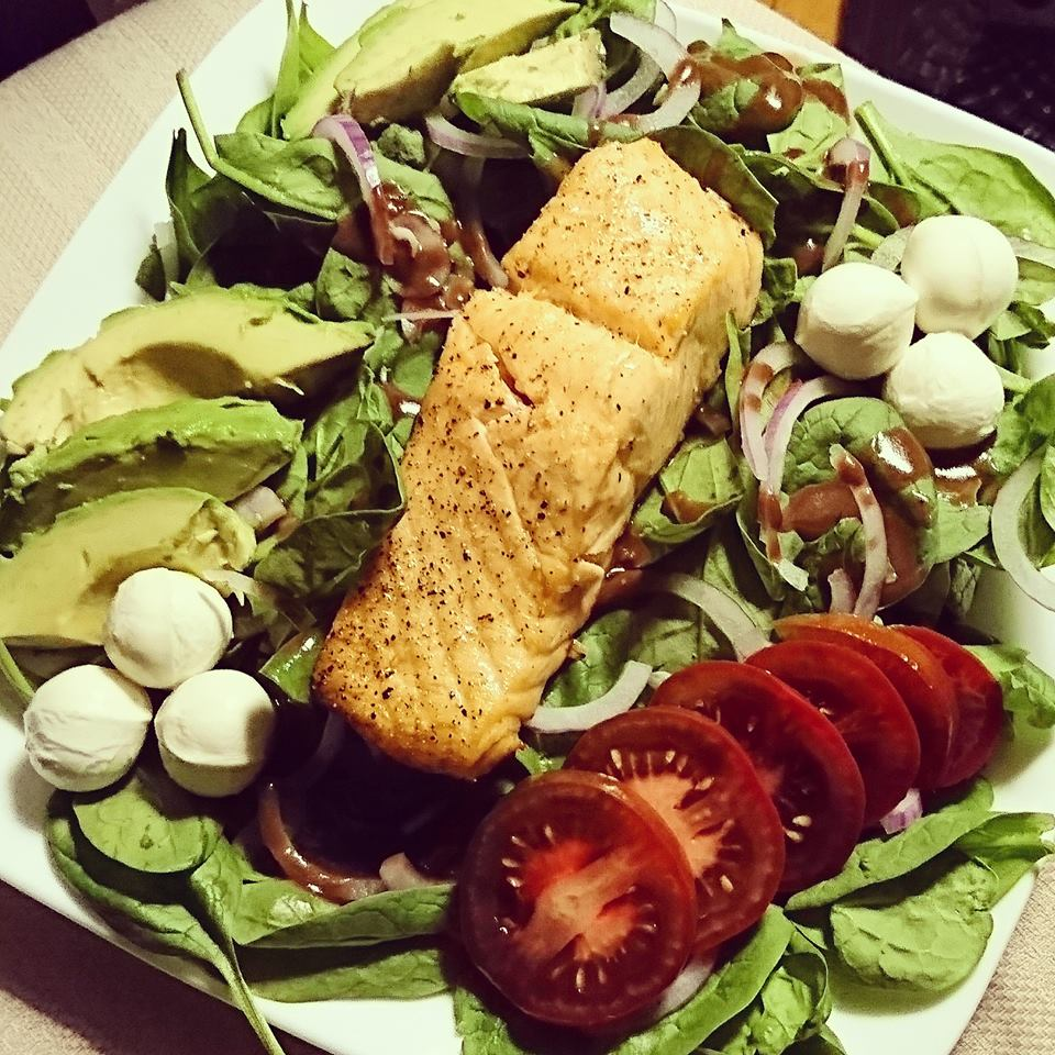 Caprese Spinach Salad with Baked Salmon